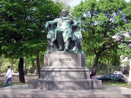 Monumento a Goethe en Viena realizado por el escultor austriaco Edmundo von hellmer (1850-1935)