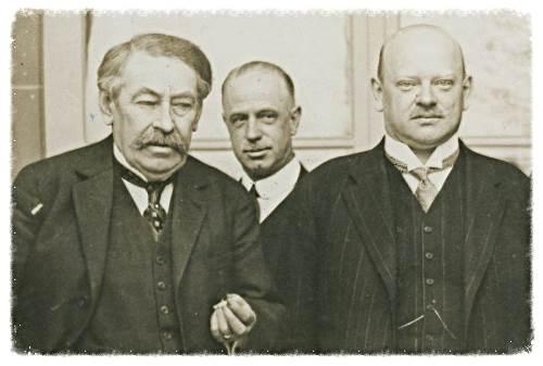 Los Queridos Hermanos Stresemann y Briand, premios Nobel de la Paz de 1926.