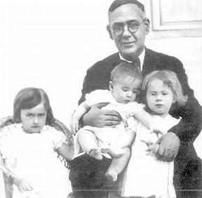 Blas Infante con sus hijos en 1935