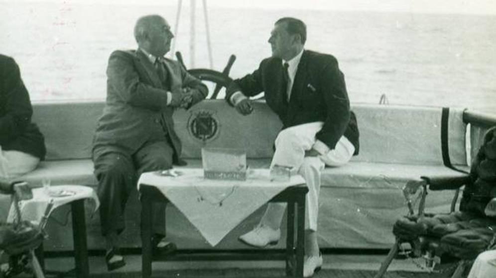 Don Juan de Borbón y Franco en una de sus reuniones en los años 50